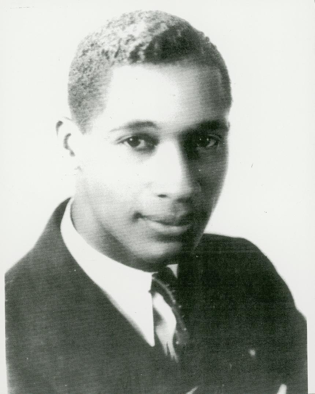 Lloyd Gaines Applies to University of Missouri School of Law